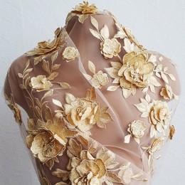55 Розы золото. Объемное вышитое кружево на телесном фатине